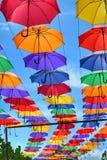 Красочные зонтики на яркий день Стоковая Фотография RF