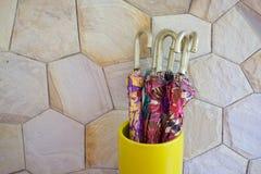 Красочные зонтики с ручками золота Стоковые Фотографии RF
