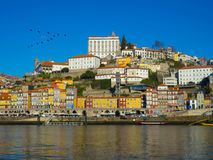 Красочные здания в Ribeira, Порту Португалии Стоковые Изображения RF
