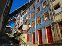 Красочные здания в Ribeira, Порту Португалии Стоковая Фотография