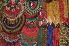 Красочные индигенные микро- ожерелья шарика в эквадоре Стоковые Изображения