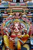 Красочные индусские статуи на стенах виска стоковое изображение