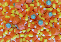 Красочные и оранжевые corns конфеты хеллоуина стоковое фото