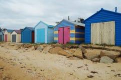 Красочные кабины пляжа в полуострове Mornington в Австралии Стоковая Фотография RF
