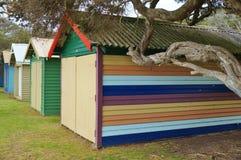 Красочные кабины пляжа в полуострове Mornington в Австралии Стоковое фото RF