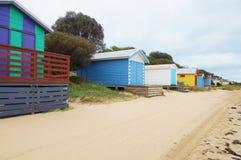 Красочные кабины пляжа в полуострове Mornington в Австралии Стоковые Фотографии RF