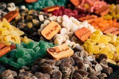 Красочные камеди и желейные бобы помадок сахара на рынке стоковая фотография rf