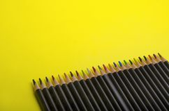 Красочные карандаши с пустым космосом для дизайна стоковые изображения rf