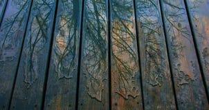 Красочные картины дождя на голубой палубе Стоковое Изображение RF