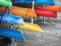 Красочные каяки на доке Балтимора Стоковые Изображения