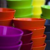 Красочные керамические баки в поливе стоковая фотография rf