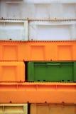 Красочные контейнеры пластичных клетей коробок для рыб Стоковое Изображение RF