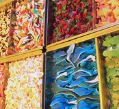 красочные конфеты различных вкусов в магазине конфеты стоковое фото rf