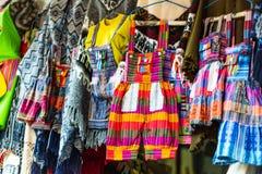 Красочные костюмы детей стоковые фото