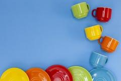 красочные 4 кофейной чашки на голубой предпосылке Стоковое Изображение