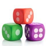 Красочные кубы на белых toies предпосылки Стоковая Фотография RF