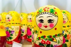 Красочные куклы Matryoshka, популярный русский сувенир Стоковое фото RF