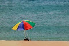 Красочные летние каникулы Пхукет Таиланд зонтика пляжа стоковое изображение