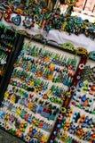 Красочные мексиканские вышитые бисером зажимы ювелирных изделий и волос для продажи в так стоковая фотография rf