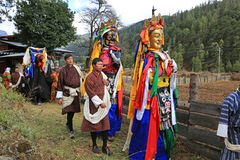 Красочные местные божества в сельском фестивале яков Бутана стоковые фото