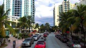 Красочные небоскребы и квартиры в городских пейзажах Miami Beach США акции видеоматериалы