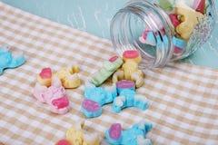 Красочные неоновые камедеобразные конфеты коровы Стоковое Изображение