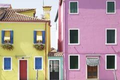 Красочные дома на острове Burano, Венеции, Италии Стоковое Изображение RF