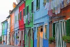 Красочные дома на острове Burano около Венеции в Италии внутри Стоковое Изображение
