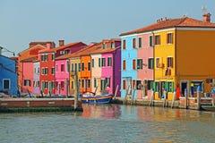 Красочные дома на острове BURANO около Венеции в Италии Стоковая Фотография RF