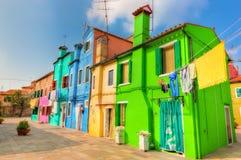 Красочные дома на острове Burano, около Венеции, Италия Стоковые Фотографии RF