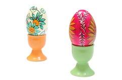 Красочные пасхальные яйца в зеленых и оранжевых чашках Стоковое Изображение