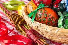 Красочные пасхальные яйца, традиционное украшение на этой весной праздник Стоковая Фотография