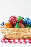 Красочные пасхальные яйца, традиционное украшение на этой весной праздник Стоковое Изображение