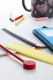 Красочные письменные принадлежности на столе маленьких ребеят Стоковые Изображения RF