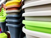Красочные пластичные шары для пользы в кухне или дома Стоковые Фотографии RF