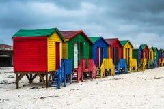 Красочные пляжные домики в Muizenberg, Южной Африке стоковое изображение