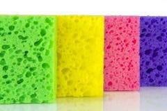 Красочные покрашенные губки на белой предпосылке Стоковое Фото