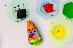 Красочные покрашенные камешки с изображением карлика Стоковые Фотографии RF