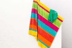 Красочные полотенце и футболка стоковое фото
