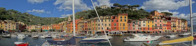 Красочные портовый район и гавань Portofino стоковая фотография rf