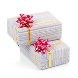 Красочные подарочные коробки с розовым смычком Стоковое Изображение