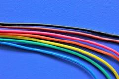 Красочные провода и крупный план кабелей, используемый в телекоммуникационной сети и электрических системах Стоковое Изображение