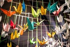Красочные птицы origami летают с веревочкой Стоковые Фотографии RF
