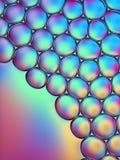 Красочные пузыри мыла в воде стоковые изображения