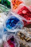 Красочные пластичные крышки бутылки Стоковые Фотографии RF