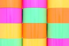 Красочные пластичные чашки Стоковое Изображение