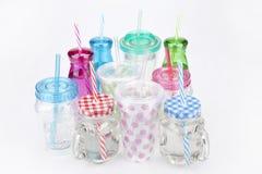 Красочные пластичные tumblers Стоковое Фото