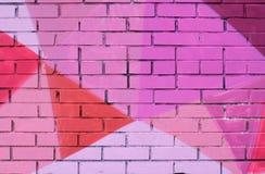 Красочные розовое, фиолетовый, коралл и бургундская покрашенная кирпичная стена Стоковые Изображения RF