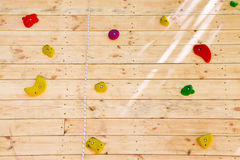 Красочные рука и точки опоры на взбираясь стене Стоковые Фото