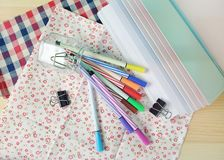 Красочные ручки для канцелярские товаров стоковое фото
